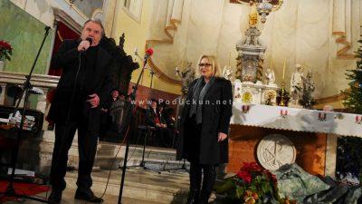 VIDEO/FOTO U prepunoj vološćanskoj crkvi održan koncert 'Božić je judi'
