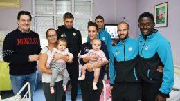 VIDEO Mišković, Bišćan i igrači NK Rijeka posjetili Dječju bolnicu KBC-a Rijeka i darivali mališane