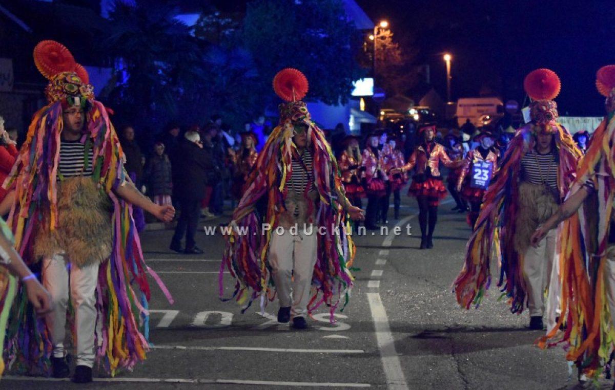 FOTO, VIDEO Halubajski karneval – Noćnim izdanjem proslavljen 20. rođendan @ Viškovo