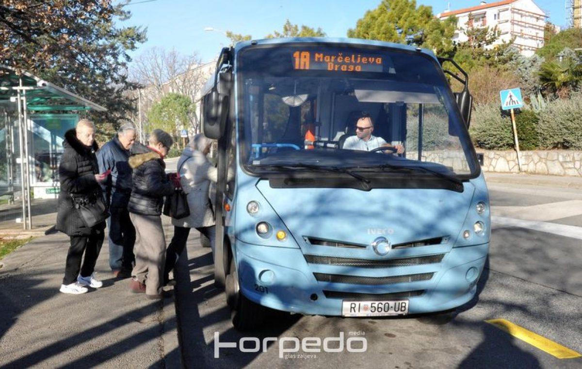 Negativna strana nogometa: Grupa navijača Rijeke kamenovala Autotrolejev autobus u kojem su se vozili fanovi Istre