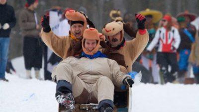 Maškarani Platak spaja dvije najbolje 'zimske stvari' – Snijeg i maškare!