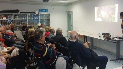 U OKU KAMERE Zanimljivo predavanje o vrtlarenju bez prekopavanja okupilo brojnu publiku u Kostreni