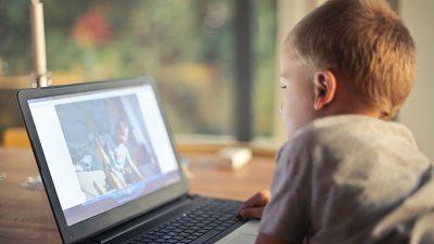 Kakve sve opasnosti vrebaju na djecu na internetu – Serijom predavanja službenici PU Primorsko-goranske educirali učenike o opasnostima mreže svih mreža