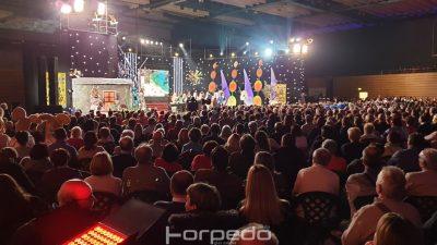 VIDEO Karnevalsko ruho emisije Lijepom našom rasprodalo Centar Zamet – Publika uživala u nastupima popularnih domaćih glazbenika i klapa