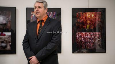 """FOTO U Likovnoj poneštrici otvorena izložba fotografija """"Energija karnevala"""" autora Aleksandra Saše Tomulića"""
