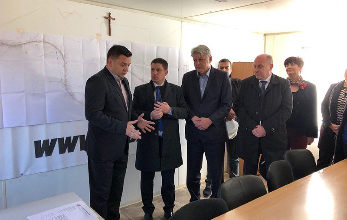 Župan Komadina i ministar Butković obišli gradilište državne ceste do Marišćine