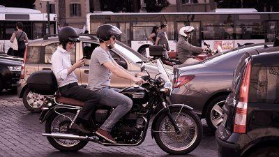 Dolaskom toplijih dana na prometnicama je sve više motociklista i mopedista – Policija savjetuje pojačan oprez