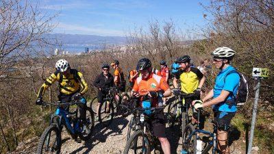 FOTO Održan prvi Kostrena Bike – Šezdesetak biciklista uživalo u novim stazama i upoznalo drugačiju vizuru Kostrene
