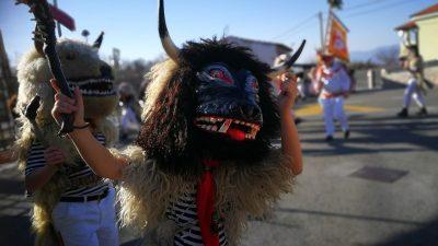 FOTO/VIDEO Počela je velika Međunarodna karnevalska povorka – Deset tisuća maškara stupa Korzom