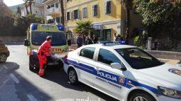 Crn dan na cestama – U teškoj nesreći u centru Opatije stradao motociklist, promet potpuno blokiran
