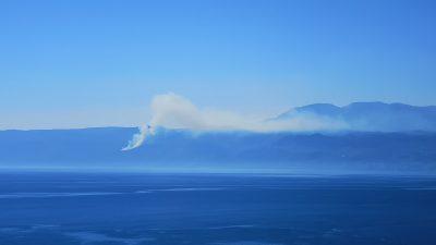 U OKU KAMERE Vatrogasci u akciji – Gori šuma kod Obrša, u pomoć pozvane dodatne snage te podrška iz zraka