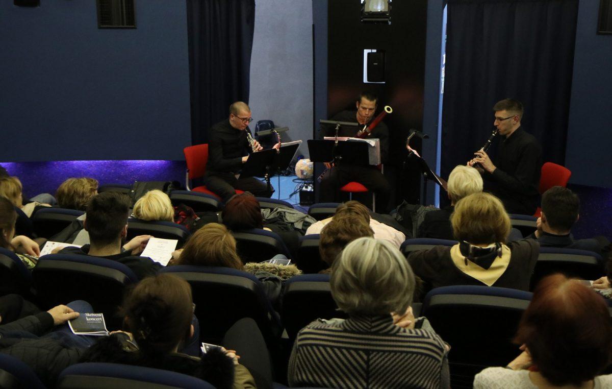 Skriveni koncert: Puhački tRIo oduševio posjetitelje 'glazbenom terapijom' u Astronomskom centru Rijeka