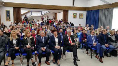 Župan Komadina sa suradnicima obišao energetski obnovljenu osnovnu školu u Cresu