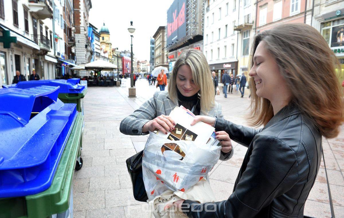 U OKU KAMERE Građani zamijenili stari papir za ulaznice u HNK Ivana pl. Zajca