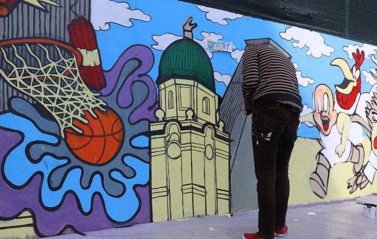 Oslikavanjem zidova nastavljeno uređenje košarkaškog igrališta na Zametu
