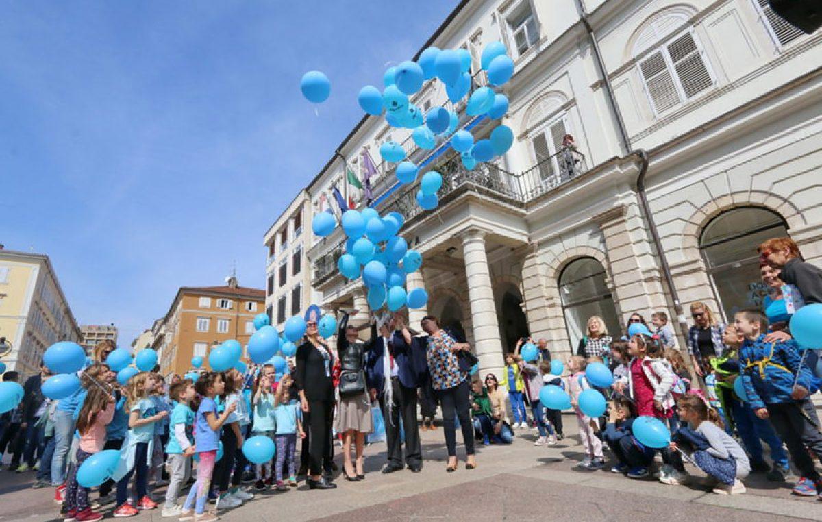 Puštanjem plavih balona s Korza obilježen Svjetski dan svjesnosti u autizmu