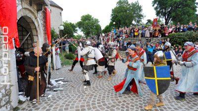 FOTO Povratak Frankopana na Trsat – Velika srednjovjekovna bitka za gradinu oduševila brojne gledatelje
