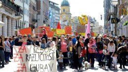 FOTO/VIDEO Rijeka je ustala u obranu ljudskih prava: Hod za slobodu okupio tisuće građana