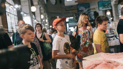 Novi dan, nova 'toboganska' priča – Djeca istraživala ribarnicu i šetala Šumom Striborovom