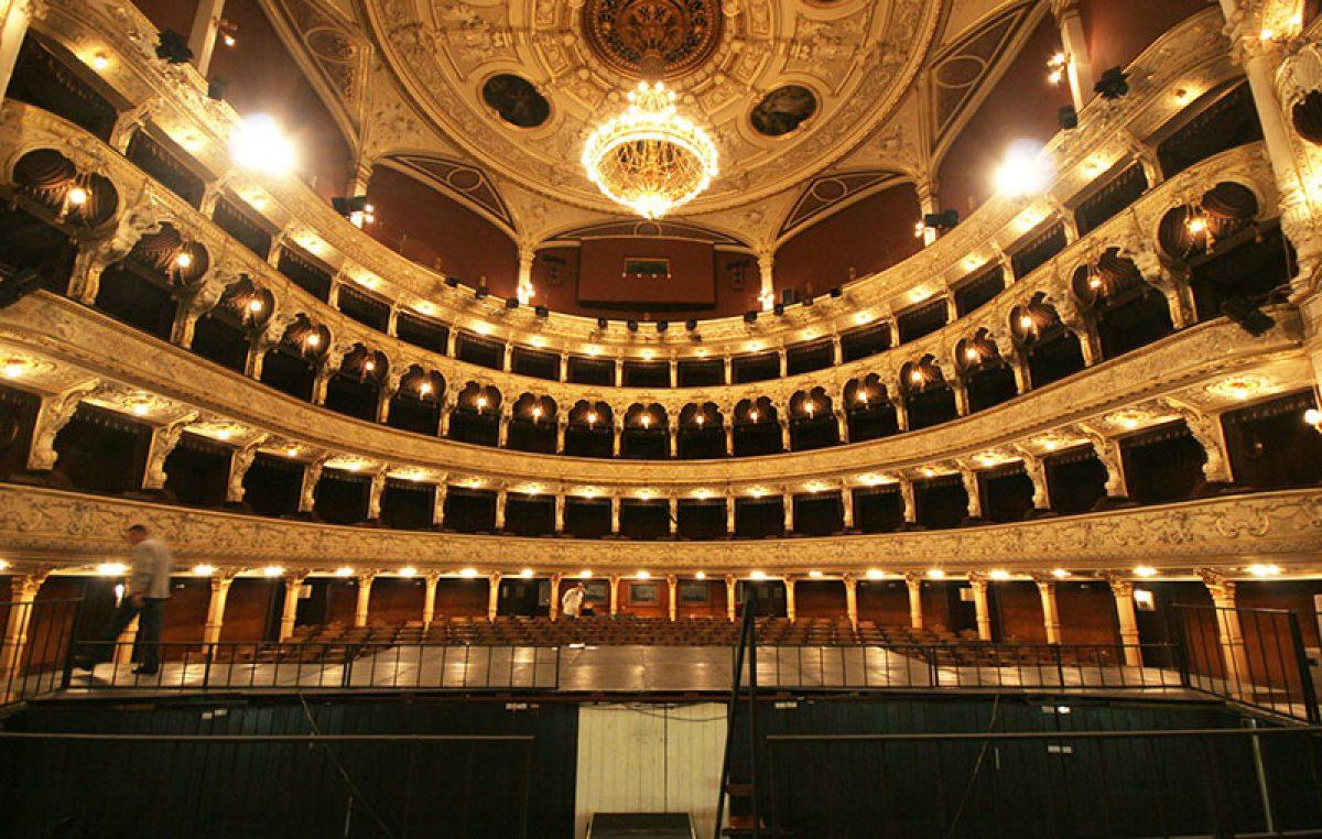 Tijekom ljeta organizirani turistički razgledi zgrade riječkog kazališta