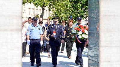 FOTO/VIDEO Rijeka je proslavila Dan državnosti: Položeni vijenci u čast poginulih u Domovinskom ratu