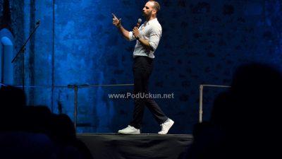 FOTO Grohotni smijeh s rasprodane Crekvine – Ivan Šarić i Edin Adilović otvorili Festival smijeha Kastav
