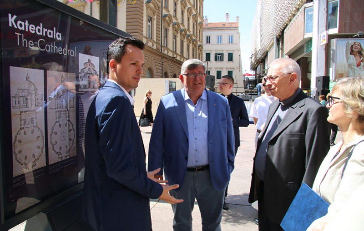 """Na Korzu otvorena izložba """"Blago katedrale sv. Vida uz 50. obljetnicu uspostave Riječke metropolije"""""""