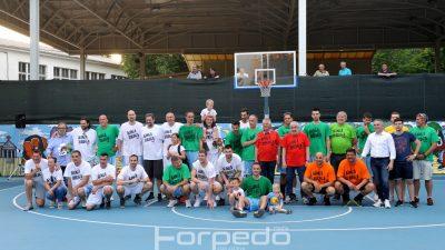 FOTO Uzbudljiva sportska večer s dobrim ciljem – Humanitarna košarkaška utakmica okupila brojne sportske veličine