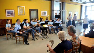 FOTO/VIDEO Glazba premrežila županiju i stigla u staračke domove, prihvatilište za beskućnike i druge neuobičajene lokacije