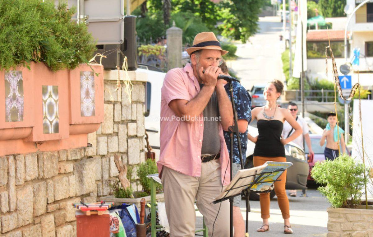 Glazba premrežila županiju i stigla u staračke domove, prihvatilište za beskućnike i druge neuobičajene lokacije