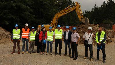 Župan Komadina sa suradnicima obišao gradilište Centra za posjetitelje o velikim zvijerima i objekta za preradu i punionicu voća