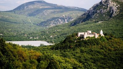 Tragom starih knezova – S ciljem promocije projekta Putovima Frankopana kolegij župana održan u starom kaštelu
