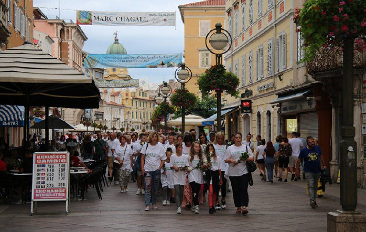 Centrom grada prošao mimohod sjećanja u spomen na genocid u Srebrenici
