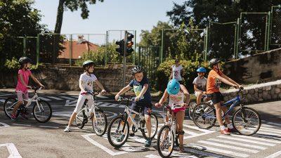 Dječji festival Tobogan – Prometni poligon Doma mladih ugostio prvi dan vožnje bicikala