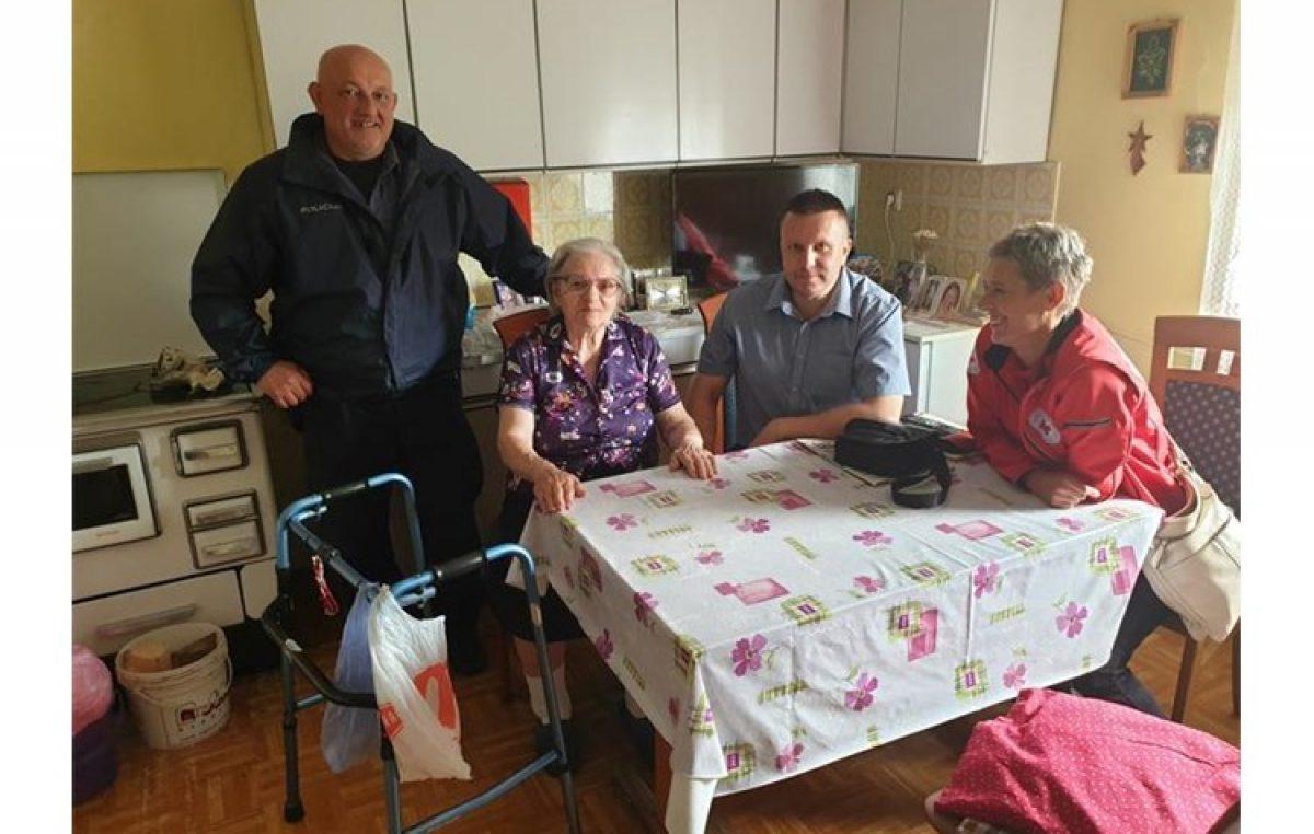 Primorsko – goranska policija u suradnji s Crvenim križem pomažu starijim osobama