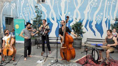 FOTO/VIDEO Izvrstan koncert grupe Fekete Seretlek unio malo uzbuđenja u mirnu gradsku noć