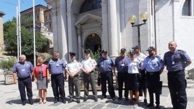 """Projekt """"Sigurna turistička sezona"""" – Predstavljeni strani policajci koji će ovoga ljeta raditi na području PU Primorsko goranske"""