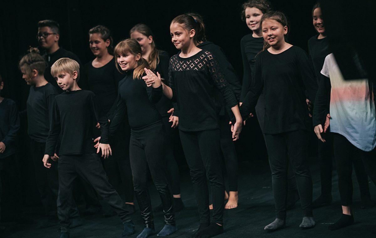 """Polaznici radionice Tobogana održali završnu prezentaciju lutkarsko-dramske predstave """"Poruka u zraku"""""""