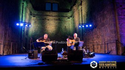 VIDEO/FOTO Zoran Predin u intimnoj kastavskoj atmosferi održao sjajan koncert i predstavio knjigu 'Glavom kroz zid'