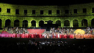 Burnim oduševljenjem zaključena druga 'Ljetna klasika': Carmen 'bacila publiku na koljena'