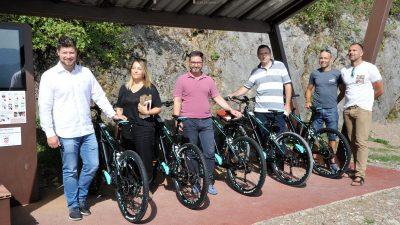 FOTO Kastav predstavio suvremeni sustav električnih javnih bicikala – Kroz Lozu i Lužinu na dva kotača
