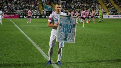 VIDEO Jubilarac u 'bijelom': Ivan Tomečak dobio dres s brojem 100 za svojih sto nastupa za Rijeku