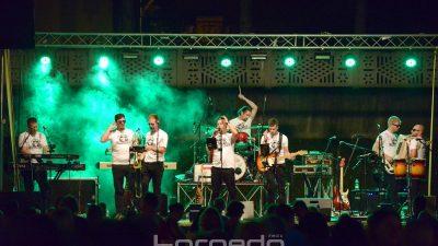FOTO/VIDEO Fešta za Bartoju – Koktelsi i Grooversi pretvorili središte Čavli u plesni podij za brojnu publiku