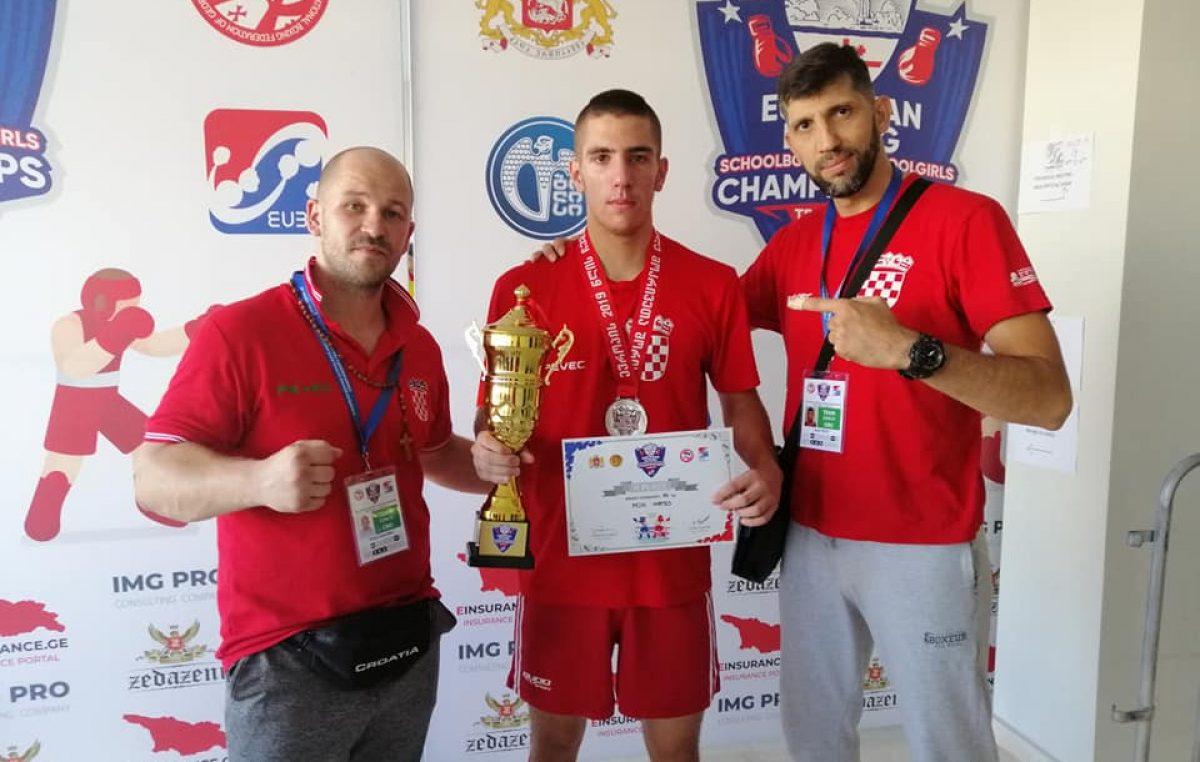 Riječki boksač Mateo Pejić postao kadetski viceprvak Europe