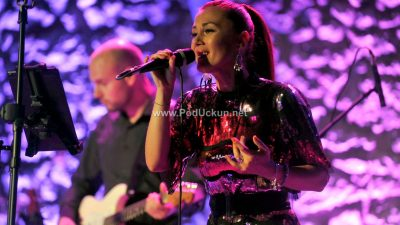 FOTO/VIDEO Nikolina Tomljanović prvim samostalnim koncertom oduševila publiku na Trsatskoj gradini