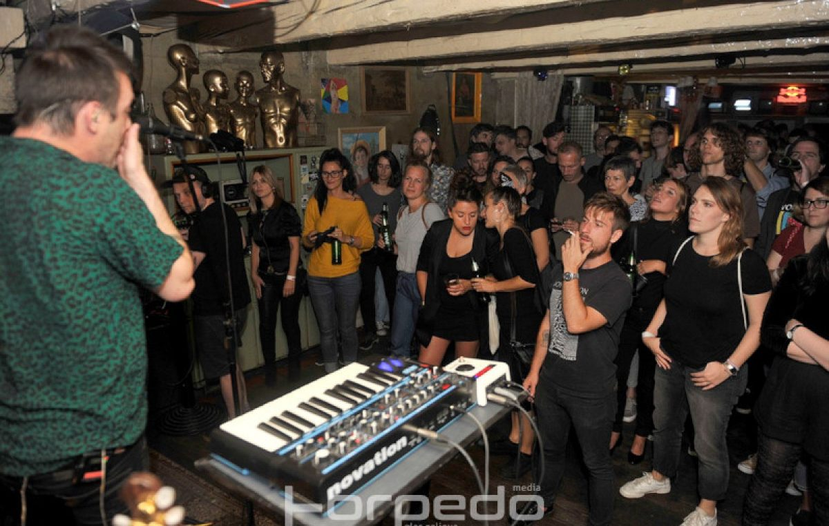 FOTO/VIDEO Moćan spoj vokala i elektronike – Kanadska grupa Operators nastupila u klubu Život
