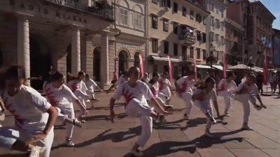 Flash mob na Korzu – Plesna promocija EPK u izvedbi Plesnog studija K2K