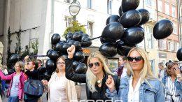 FOTO Puštanjem crnih balona na Korzu obilježen Nacionalni dan borbe protiv nasilja nad ženama
