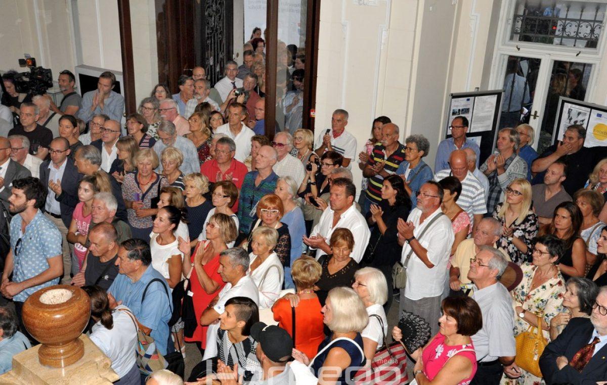 FOTO: Uz ogroman interes publike i jake snage sigurnosti otvorena izložba D'Annunzijeva mučenica