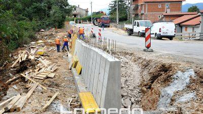 FOTO Čelnici županije obišli radove na rekonstrukciji županijske ceste Mladenići – Ronjgi